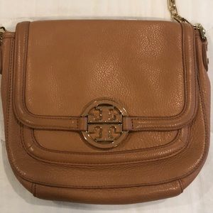 Handbags - Tory Burch purse.